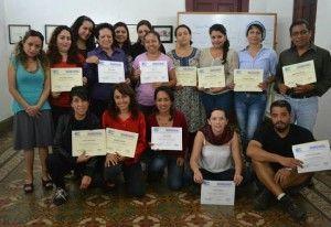 mujeres con certificados 1